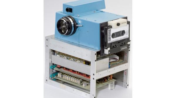 Nel 1973 Kodak inventò la fotocamera digitale, ma la tenne nascosta